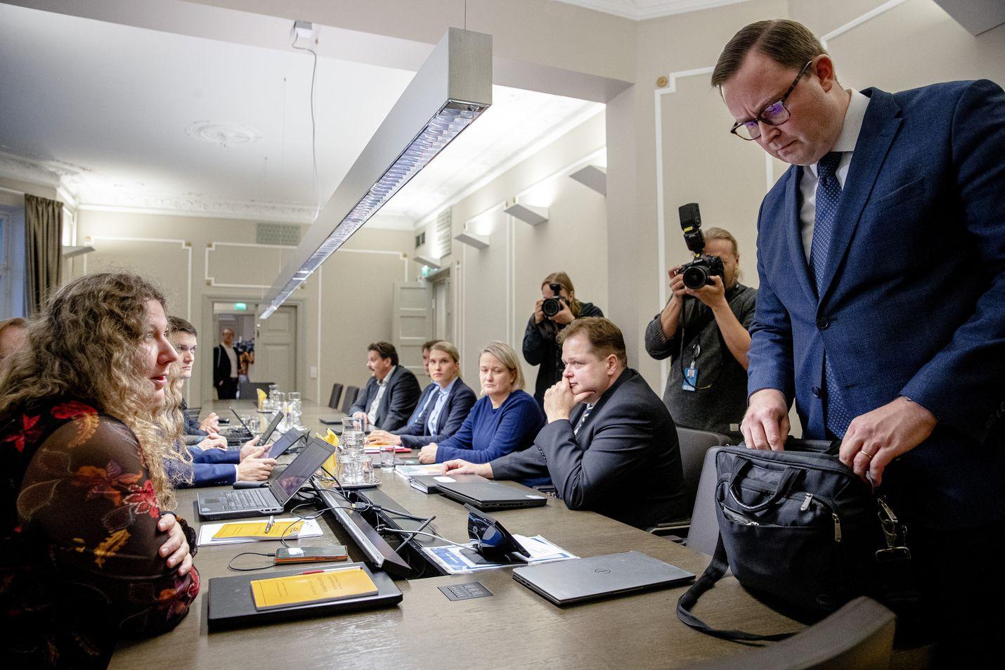 PAU:n puheenjohtaja Heidi Nieminen (vas.) ja Paltan toimitusjohtaja Tuomas Aarto (oik.) kävivät valtakunnansovittelijan neuvottelupöytään keskiviikkona. Ratkaisua ei löytynyt.