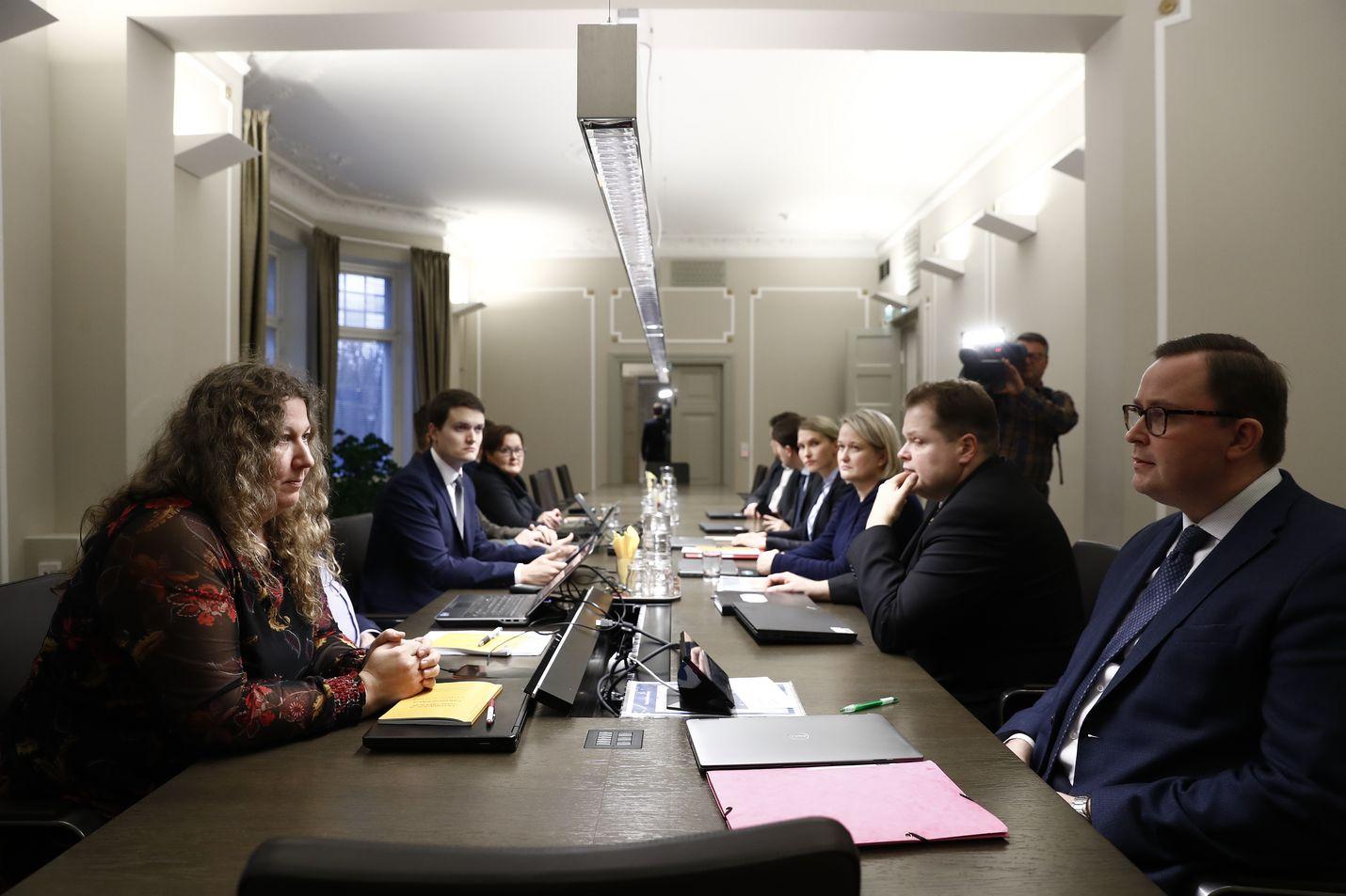 PAU:n puheenjohtaja Heidi Nieminen ja Paltan toimitusjohtaja Tuomas Aarto istuivat neuvottelupöydässä vastakkain keskiviikkona. Uusi yritys sopuun on tänään perjantaina.