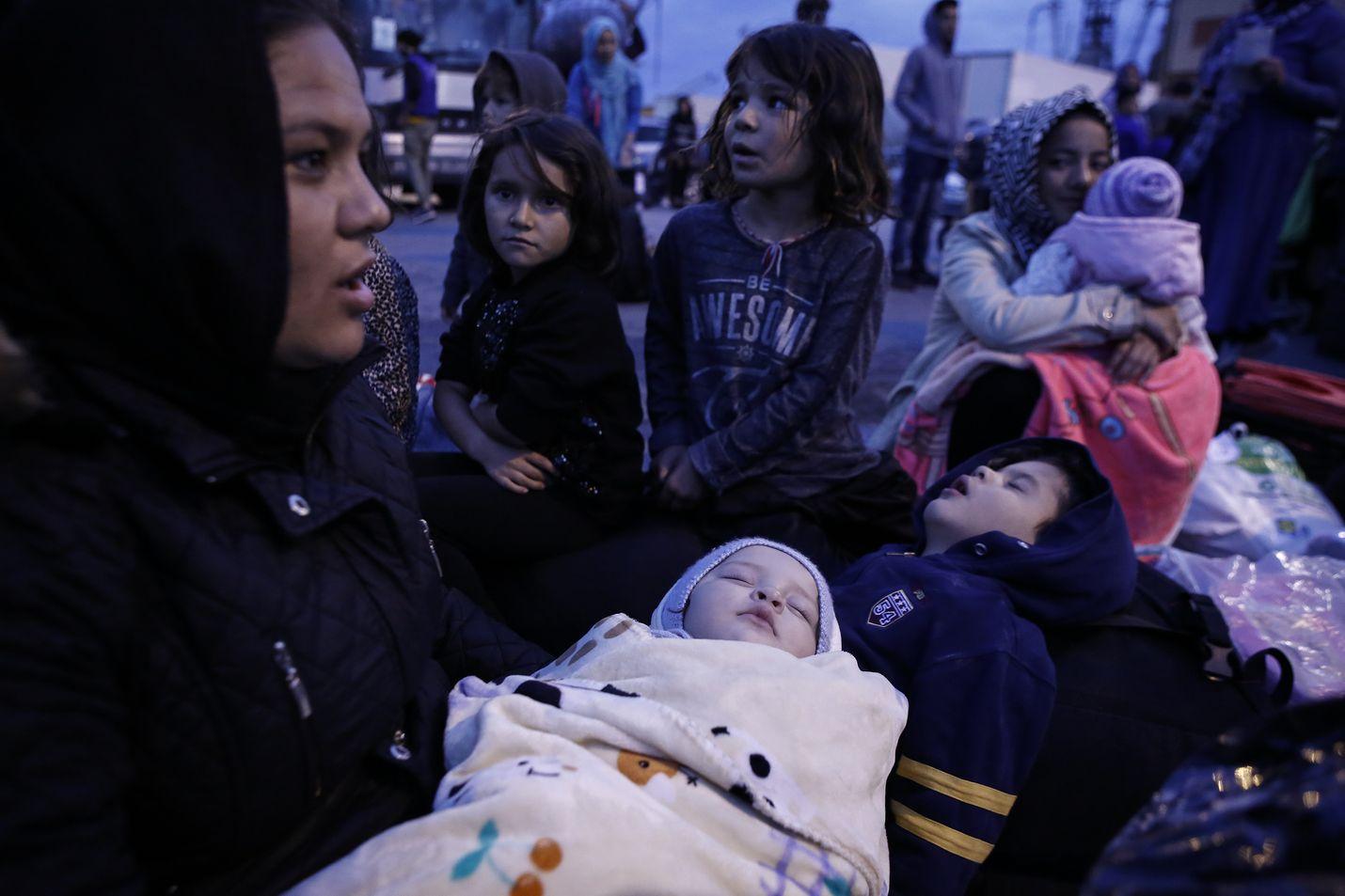 Nainen lapsineen pääsi lokakuun alussa pois Lesbokselta, kun Kreikka siirsi 453 haavoittuvimpiin luokiteltua turvapaikanhakijaa Vagiohorin leirille mantereelle.