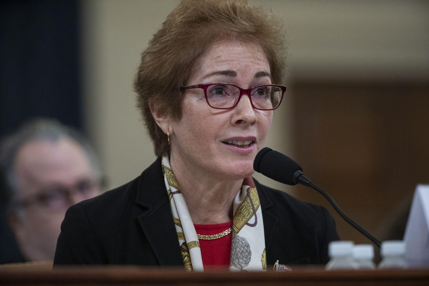 Yhdysvaltain entinen Ukrainan-suurlähettiläs Marie Yovanovitch todisti virkarikostutkinnassa perjantaina.