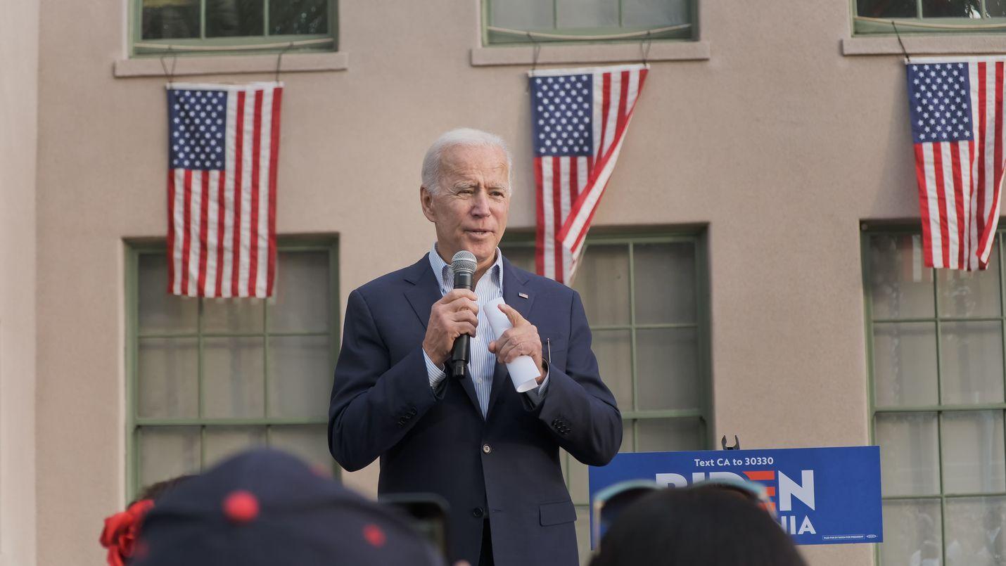 Demokraattipuolueen presidenttiehdokkuutta tavoitteleva Joe Biden piti torstaina ensimmäisen kampanjatilaisuutensa Kaliforniassa. Los Angeles Trade Technical College -koulun pihalle oli kokoontunut viitisensataa ihmistä.