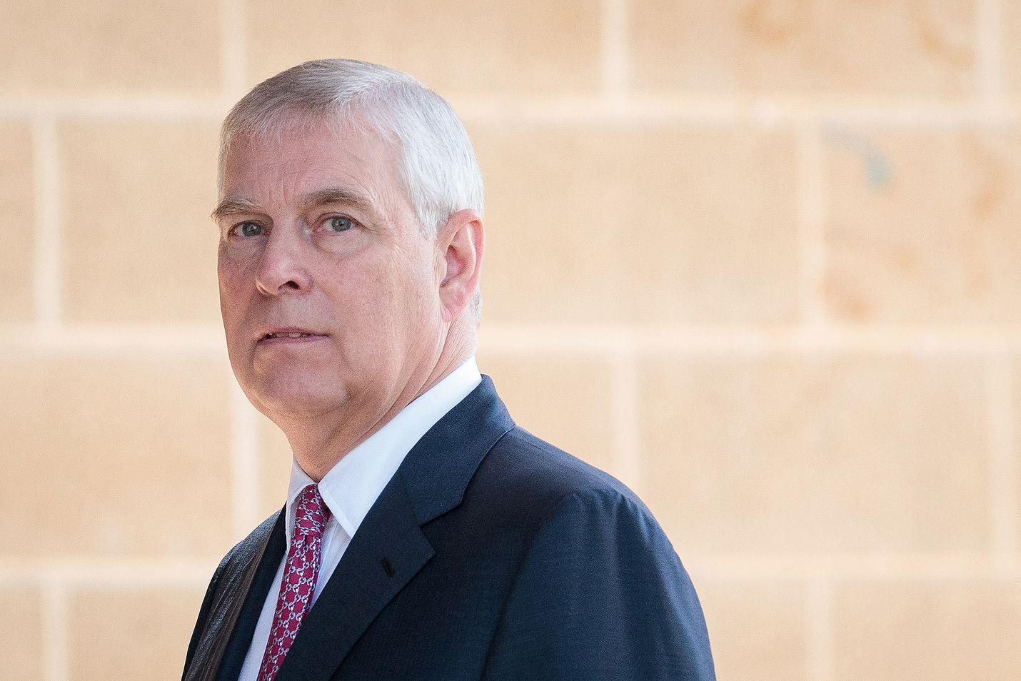 Britanniassa prinssi Andrew'n yhteydet edesmenneeseen seksirikolliseen Jeffrey Epsteiniin ovat herättäneet paljon kysymyksiä.