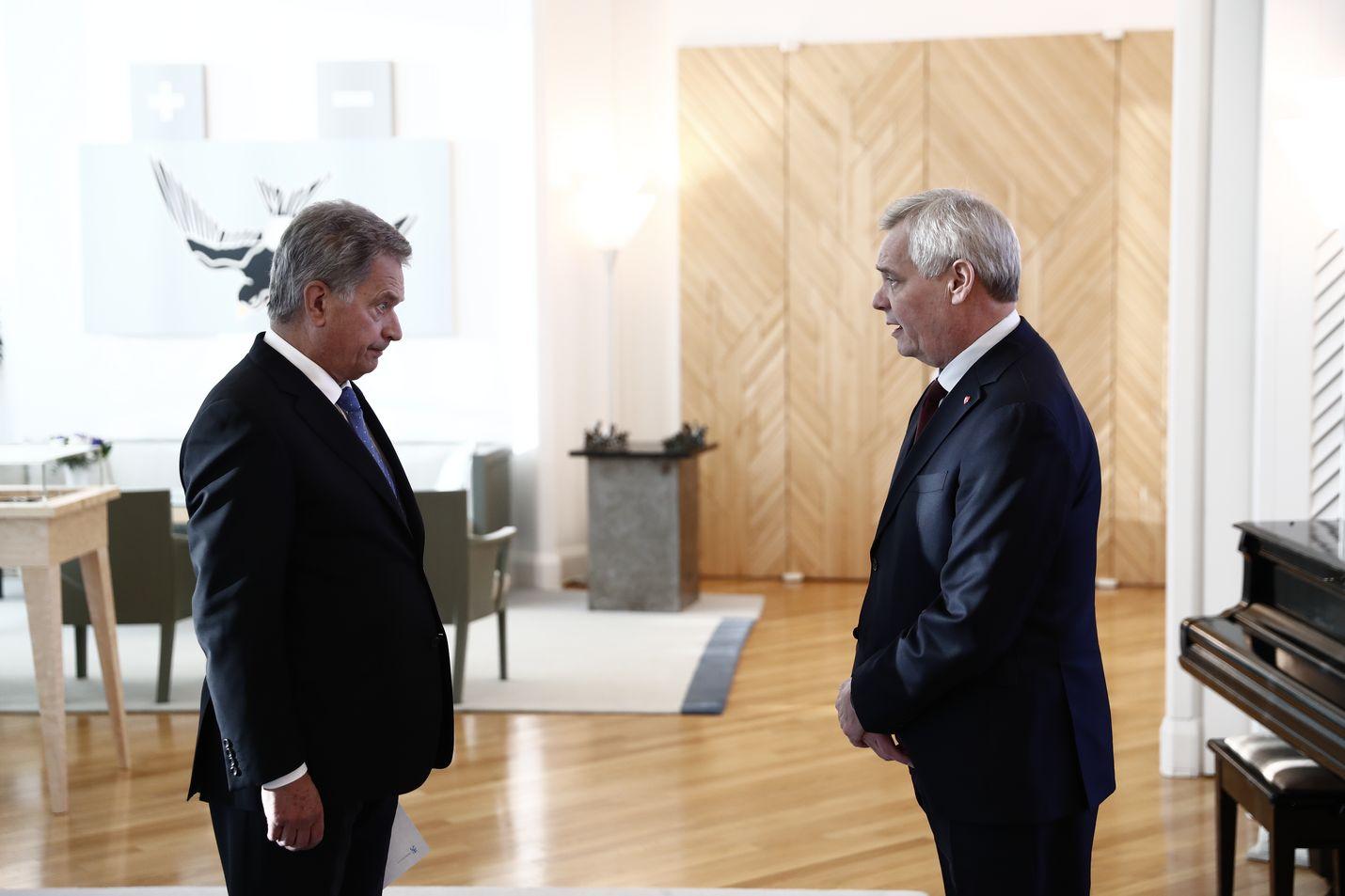 Pääministeri Antti Rinne jätti eronpyyntönsä presidentti Sauli Niinistölle Mäntyniemessä. Rinne kiitti Niinistöä erinomaisesta yhteistyöstä.