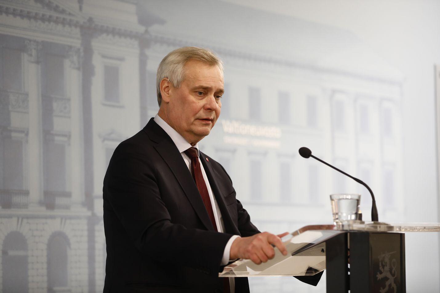 Väistyvä pääministeri Antti Rinne (sd.) sanoi tiedotustilaisuudessa, että erosi kuultuaan keskustan perustelut epäluottamukselle, jota keskusta kertoo Rinnettä kohtaan kokeneensa.