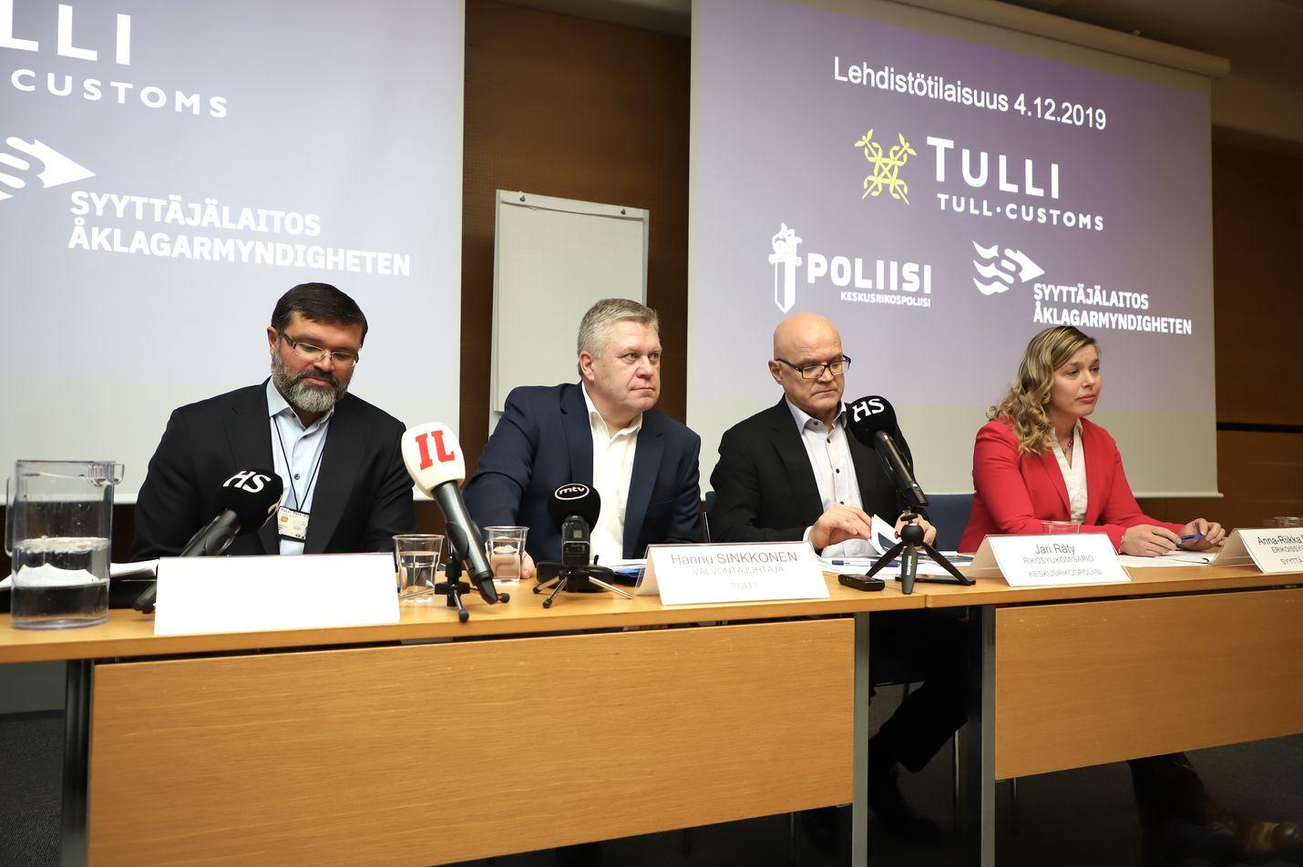 Poliisiviranomaiset ja Tulli pitävät parhaillaan tiedotustilaisuutta, jossa kerrotaan Silkkitiehen liittyvistä rikostutkinnoista.