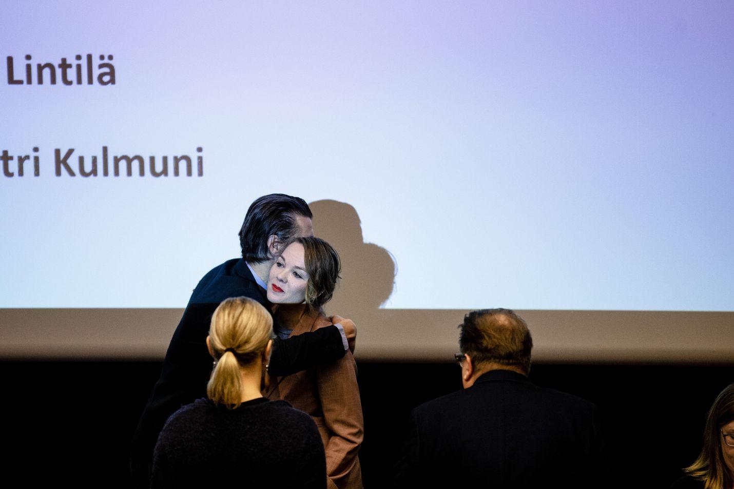 Keskustan puheenjohtaja Katri Kulmunilla on kova taisto edessä. Uuden sukupolven punamullan on onnistuttava ja siinä sivussa on oman puolueen kannatus saatava vihdoin nousemaan.