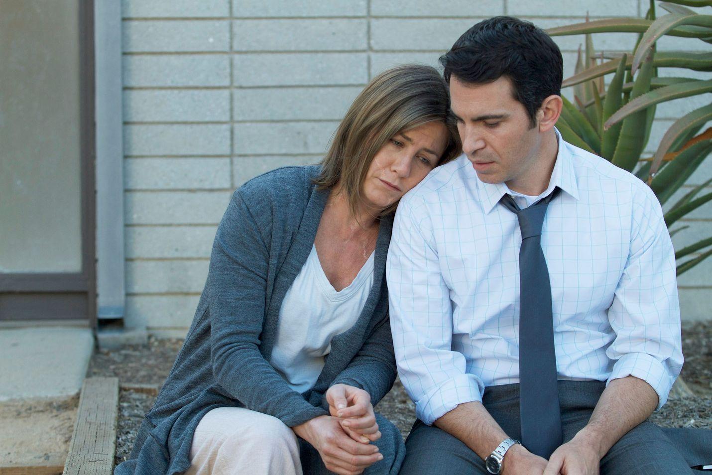 Jennifer Aniston taistelee kipujensa kanssa Cake-draamassa, Sam Worthington lohduttaa.
