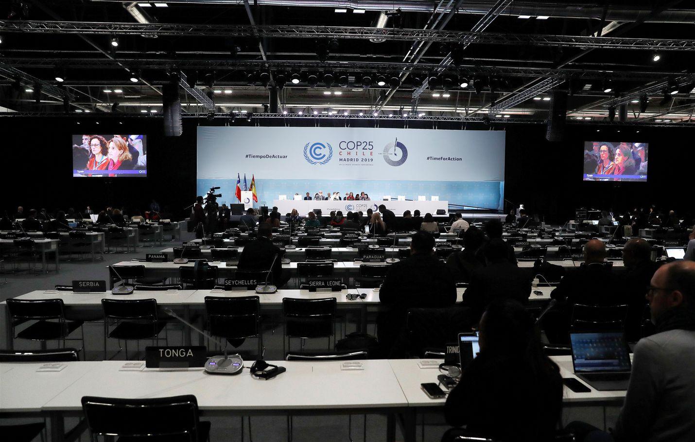 Ympäristö- ja ilmastoministeri Krista Mikkonen sanoo olevansa pahoillaan, että kansainvälinen yhteisö ei pystynyt päättäväisemmin vastaamaan kansalaisten ilmastohuoleen ja tieteen viestiin. Kuva kokouksesta.