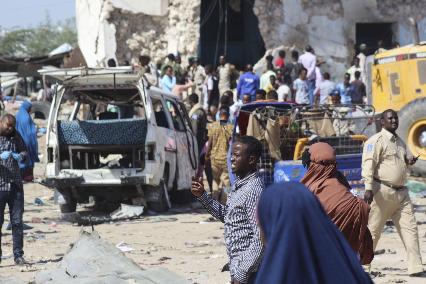 Autopommi-isku tehtiin vilkasliikenteisessä tarkastuspisteessä Mogadishussa lauantaina.
