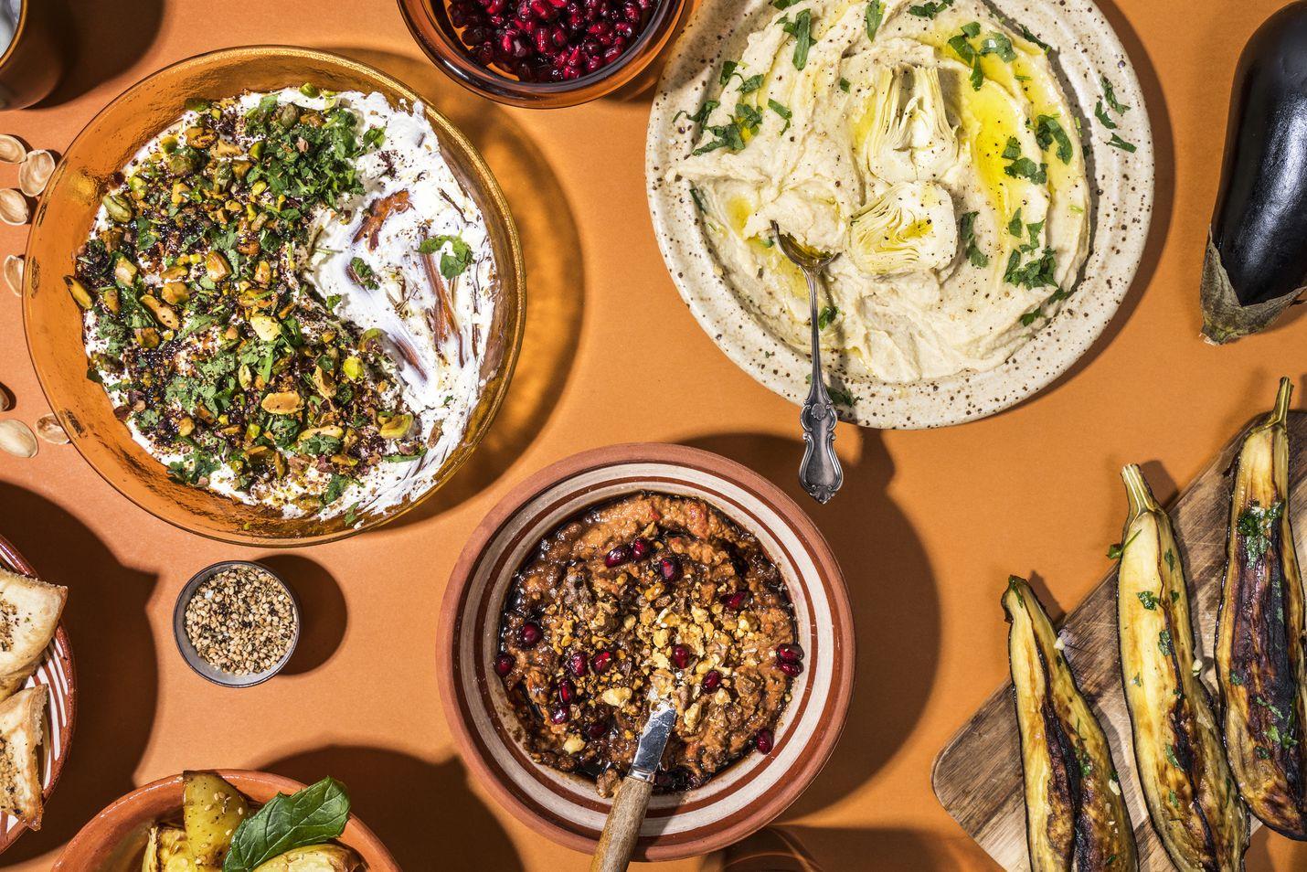 Tarjoile tahnat huoneenlämpöisinä, sillä kylminä maut eivät pääse kunnolla esiin. Viimeistele reilulla oliiviöljylorauksella, sormisuolalla ja yrteillä.