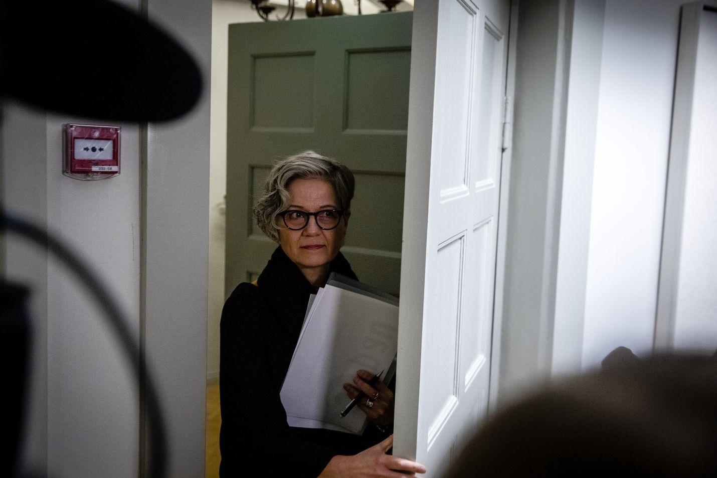 Valtakunnansovittelija Vuokko Piekkala joutuu taas ottamaan kantaa kiky-tuntien kohtaloon, kun lakonuhkien osapuolet tulevat erimielisyyden kanssa valtakunnansovittelijan toimistoon.