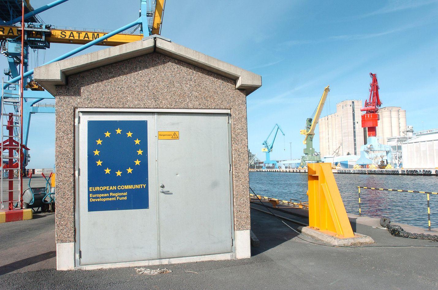 Kirjoittaja huomauttaa, että Suomi liittyi Euroopan unioniin kansan enemmistön tahdosta.