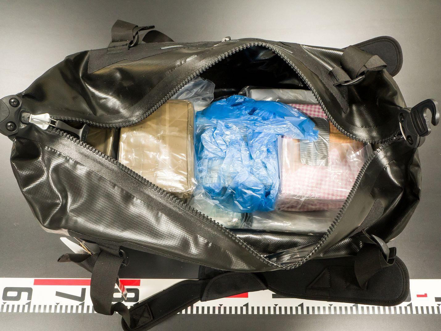 Poliisin jutun yhteydessä takavarikoimia huumeita.