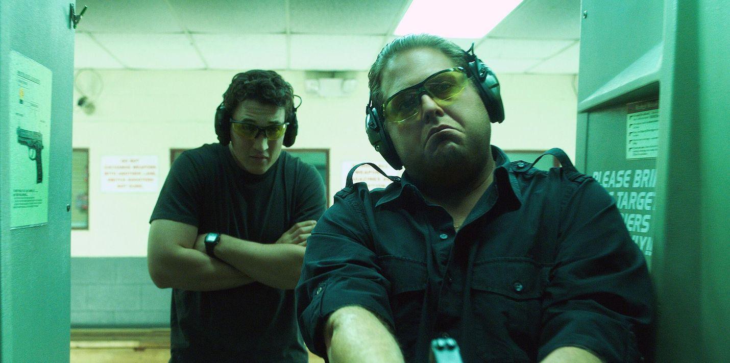 War Dogs -elokuvassa kaksi kaverusta aloittaa asekaupan Irakin sodan aikana, mutta huomaavat pian haukanneensa aivan liian ison palan. Pääosissa ovat Miles Teller ja Jonah Hill (kuvassa).