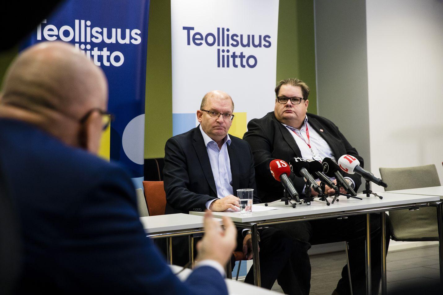 Puheenjohtaja Riku Aalto ja varapuheenjohtaja Turja Lehtonen (oik) kipparoivat parinsadan tuhannen jäsenen Teollisuusliittoa.