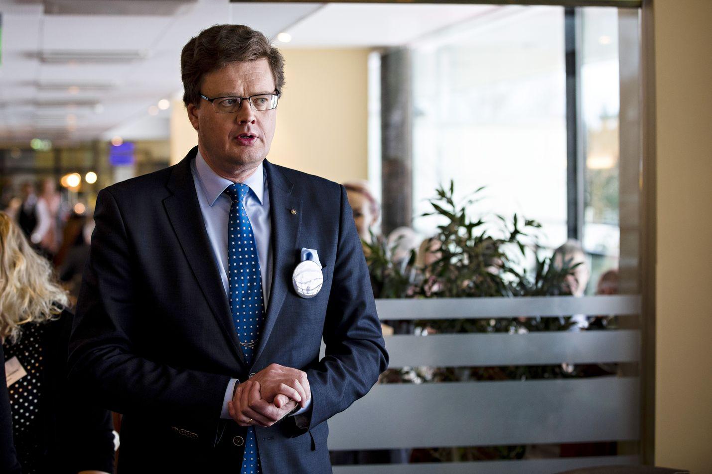 Asianajajaliiton puheenjohtaja Jarkko Ruohola sanoo, että liiton huolena ei ole yksittäisten todella suurten asioiden venyminen vaan se, että kaikkien juttujen käsittely kestää kohtuuttoman kauan