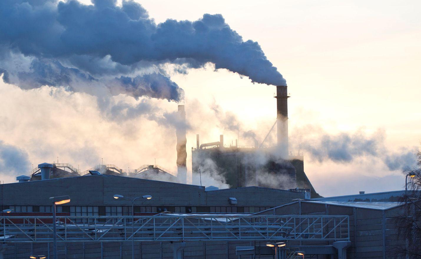 Vähäpäästöisten teknologioiden edelläkävijyys voi tuoda Suomelle huomattavaa kansainvälistä menestystä. Se edellyttää kuitenkin lisää panostuksia ja onnistumisia niiden kaupallistamisessa, EK:n selvityksessä huomautetaan.