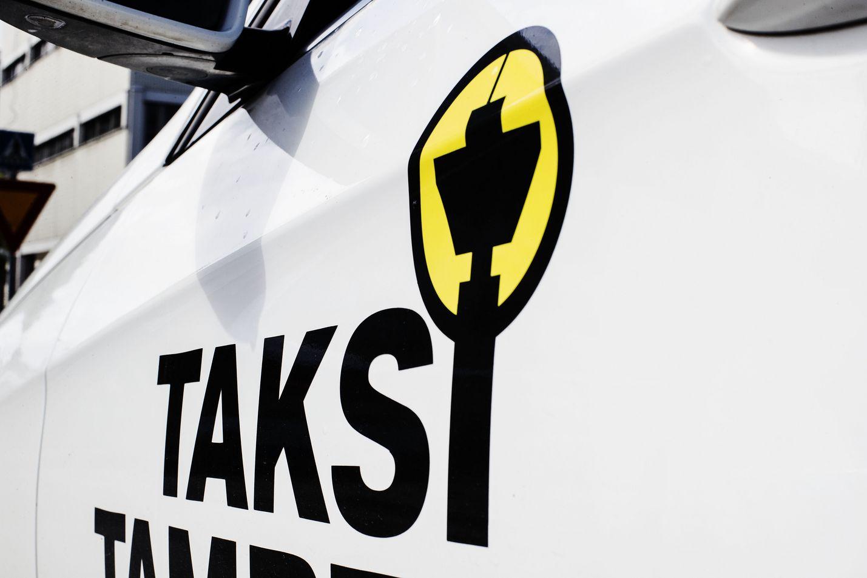Kilpailu- ja kuluttajaviraston mukaan kuluttajan on pystyttävä tunnistamaan, minkä taksiyhtiön auton kyydin he milloinkin ottavat ja minne mahdolliset valitukset osoitetaan.