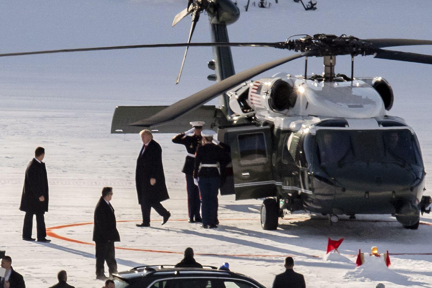 Yhdysvaltojen presidentti Donald Trump saapui Sveitsin Davosiin tiistaina aamupäivällä.