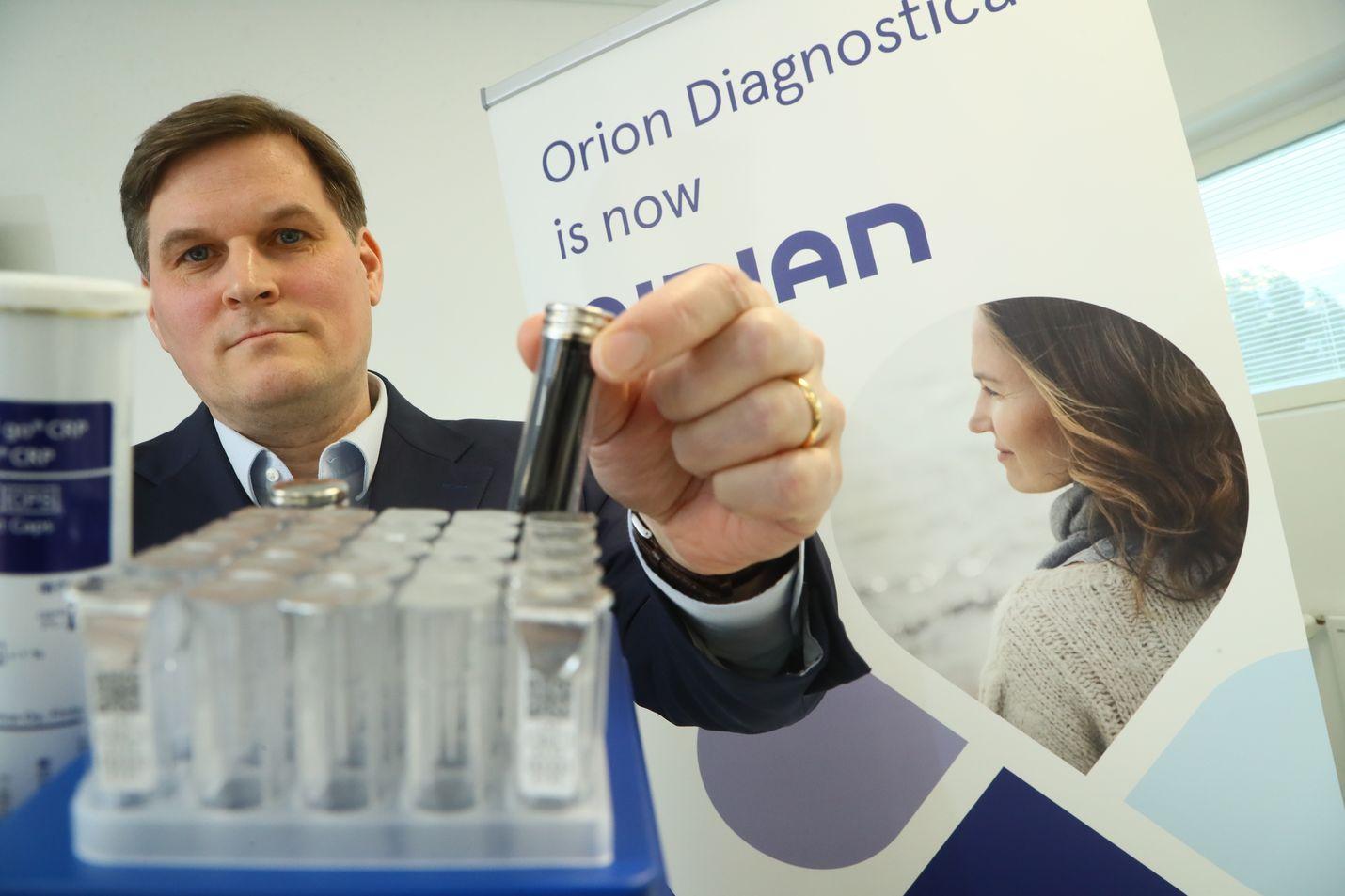 Aidianilla on 50 vuoden kokemus diagnostisista testeistä. Nyt niistä on Kiinassa huutava pula, mutta toimitusjohtaja Juho Himbergin mukaan prosessi tökkii Suomen päässä.