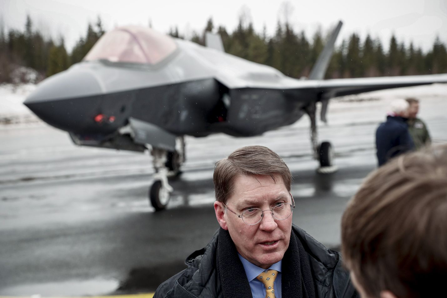 Lockheed Martinin ylläpidosta vastaava johtaja Steve Sheehy kertoo, että yhtiö tarjoaa Suomelle hävittäjien rakentamista.