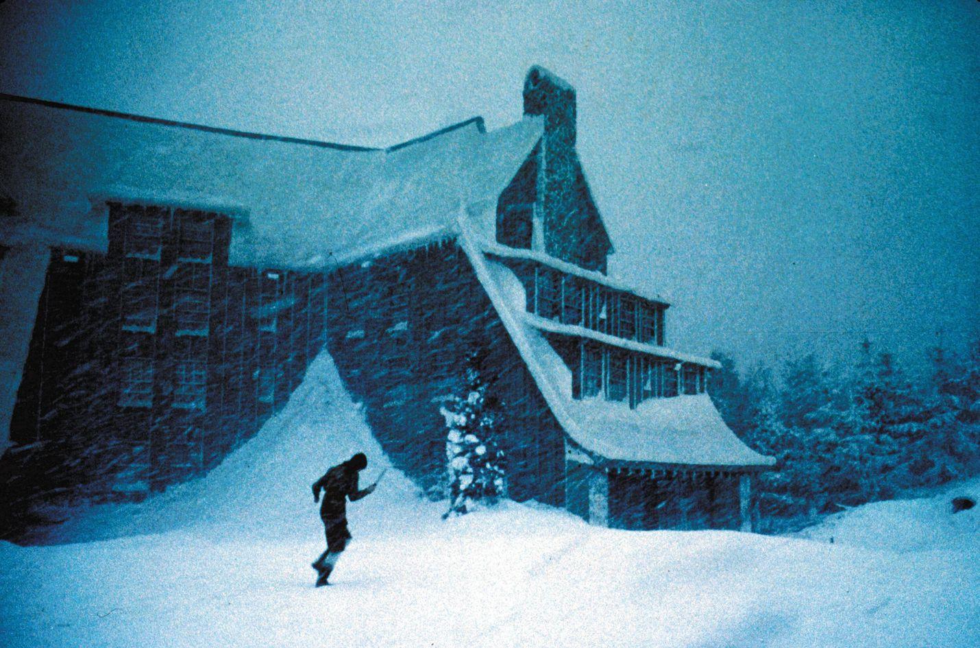 Stanley Kubrickin Hohto-elokuvassa korpihotelliin vetäytyneen kirjailijan perhe kokee kauhun hetkiä syrjäisessä korpihotellissa. Kuvassa perheenäitiä esittävä Shelley Duvall.