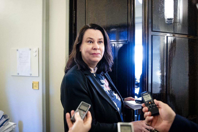 Perustuslakivaliokunnan puheenjohtaja Johanna Ojala-Niemelä kertoi, että ensi keskiviikkona ainakin aloitetaan keskustelu esitutkinnan tarpeellisuudesta.
