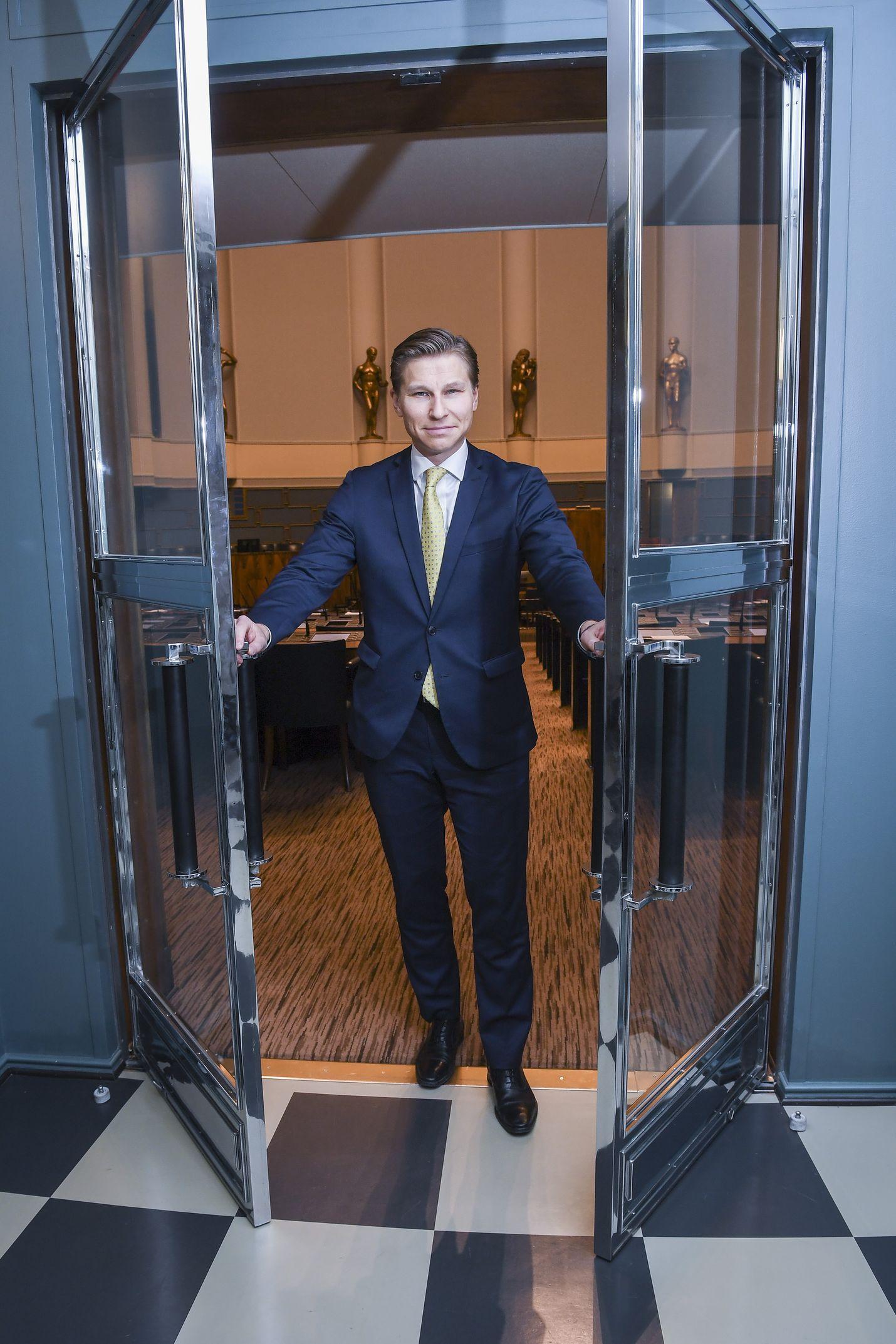 Antti Häkkänen jättää ensi kesän puoluekokousta ajatellen pienen takaportin auki, jos olosuhteet dramaattisesti muuttuvat tai henkilöt tekevät jotain yllättävää.