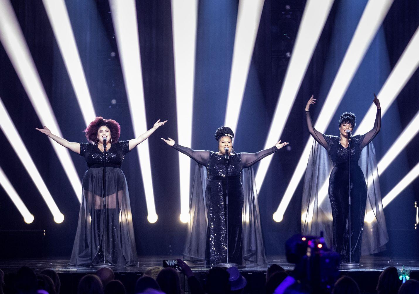 Ruotsi ei kiellä yleisötapahtumia, vaikka koronavirus on alkanut levitä maassa. Lauantaina Melodifestivalenissa Tukholmassa suuryleisö seurasi The Mamas -yhtyeen valintaa euroviisuihin.
