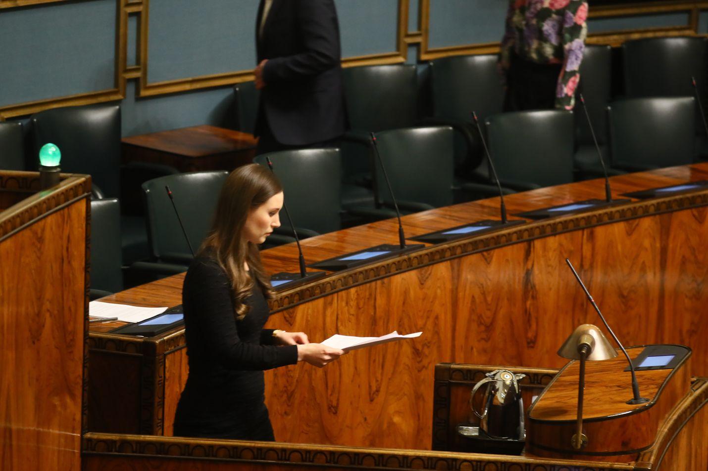 Pääministeri Sanna Marin esitteli asetukset valmiuslain käyttöönotosta eduskunnalle.