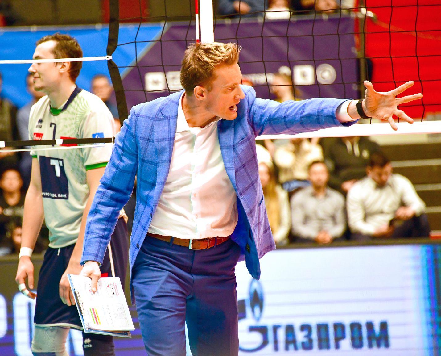 Valmennuskulttuureissa Suomen ja Venäjän välillä on Tuomas Sammelvuon mukaan eroa.  Kun valmentaja täällä sanoo jotakin, niin harvoin se kyseenalaistetaan. Hierarkia on selkeä.
