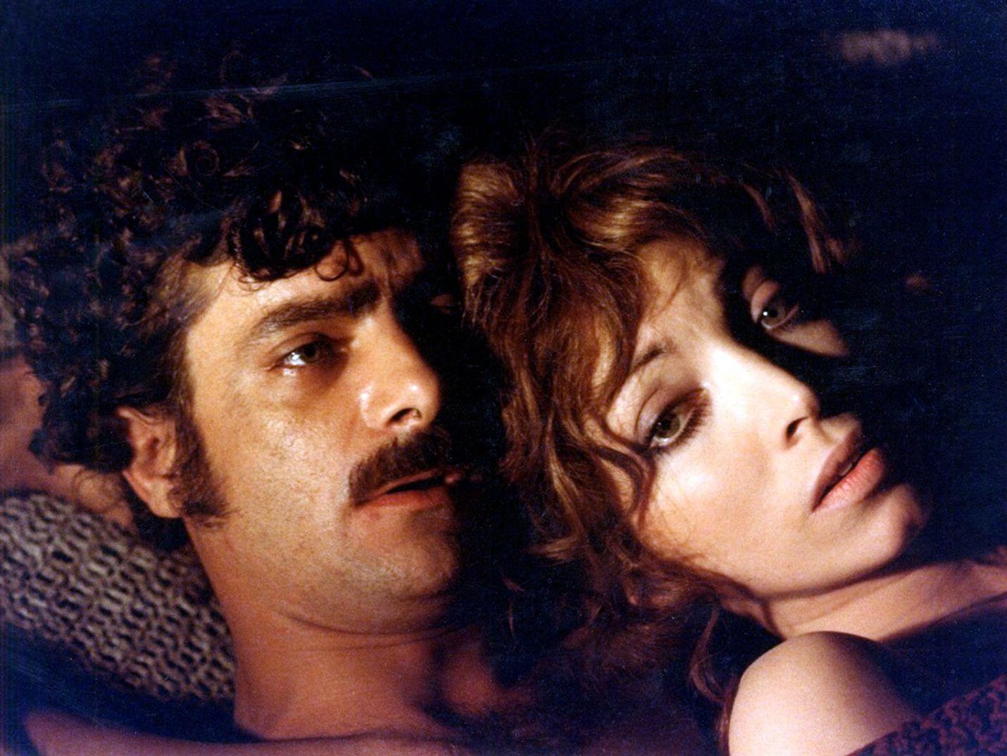 Oscarilla elämäntyöstään palkitun Lina Wertmüllerin ohjaama satiirinen elokuva kertoo sisilialaisesta työläisestä, joka törmää mafian mielivaltaan kaikkialla minne meneekään. Pääosissa Giancarlo Giannini ja Mariangela Melato.