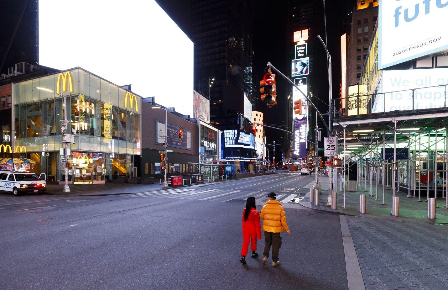New Yorkin Times Square oli keskiviikkona lähes tyhjillään.