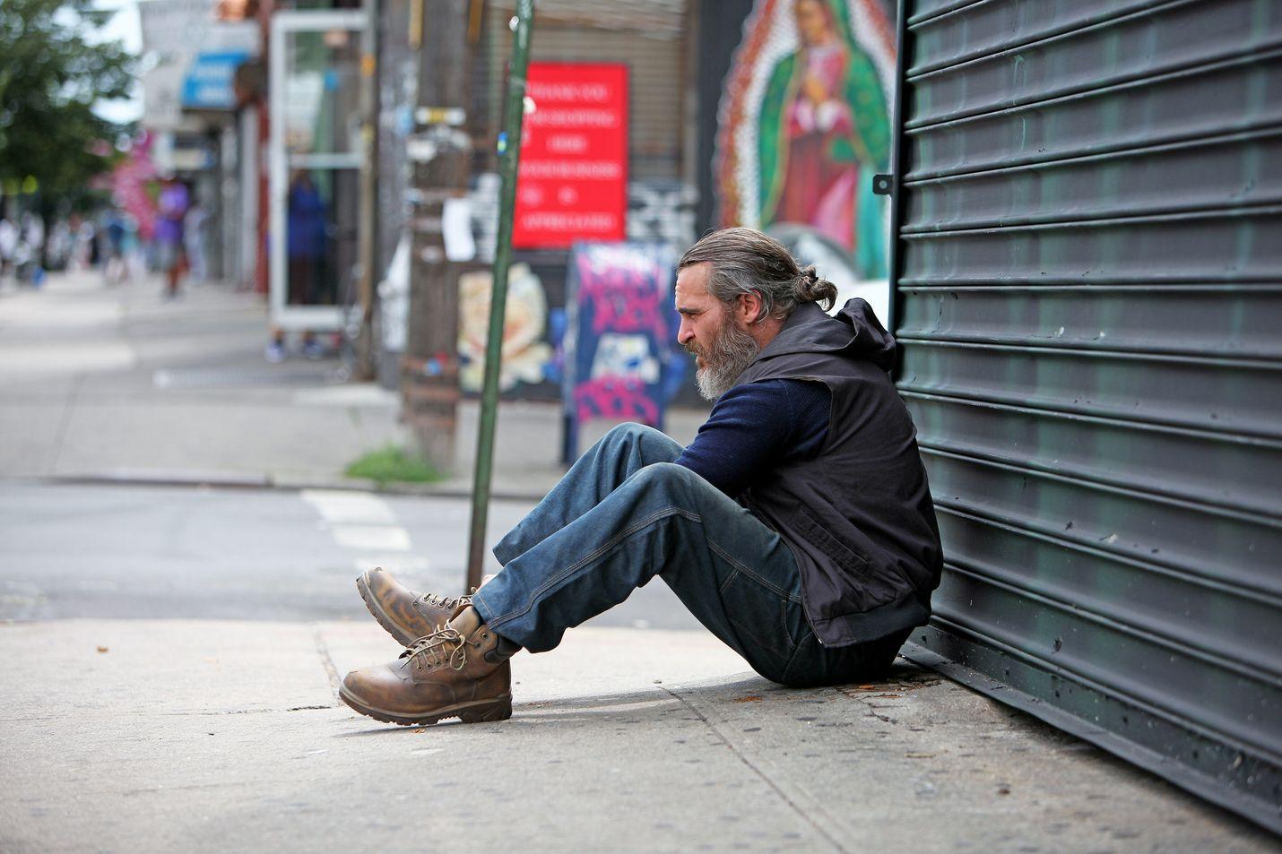 Joaquin Phoenix esittää kolhittua newyorkilaista sotaveteraania, joka lähtee pelastamaan senaattorin nuorta tytärtä pedofiiliringin kynsistä.