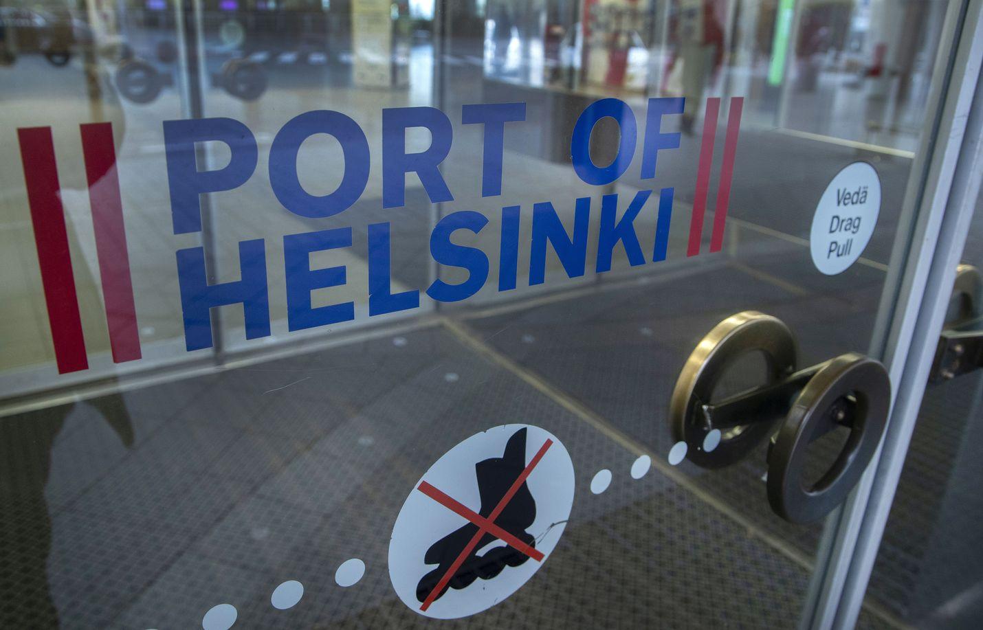 Helsinkiin ja muualle Uudellemaalle saapumiseen ja sieltä lähtemiseen tulee tänään muitakin rajoituksia kuin rullaluistelukielto. Koko maakunta eristetään.