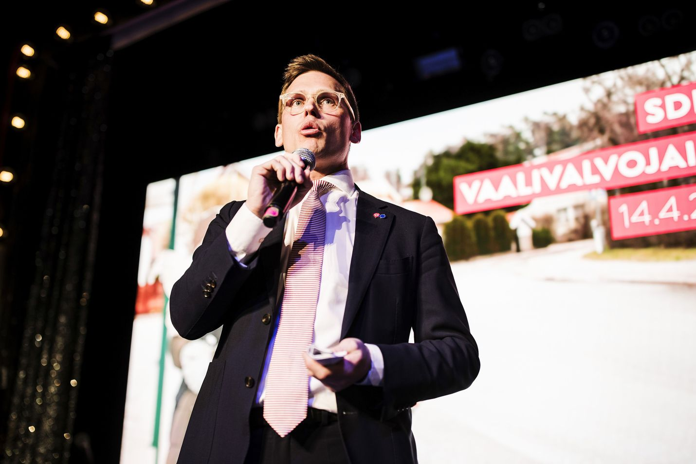 Myös sdp siirtää puoluekokoustaan. Puoluesihteeri Antton Rönnholm perustelee siirtoa osallistujien turvallisuuden takaamisella koronatilanteessa.