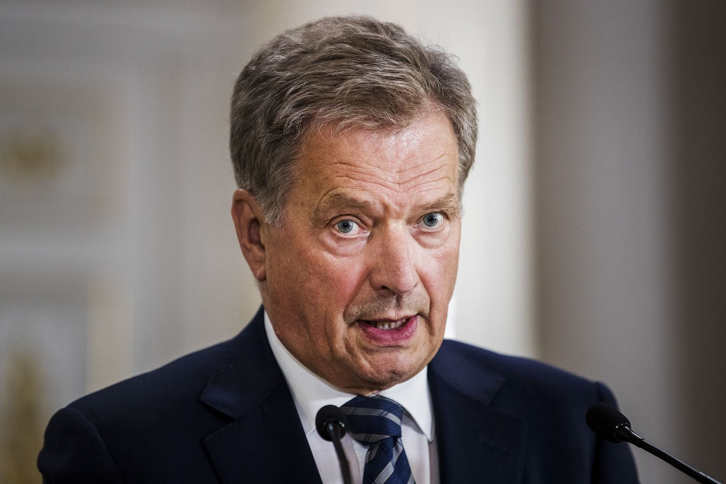 Presidentti Sauli Niinistö kertoo tänään molemille iltapäivälehdille esittäneensä ja pohtineensa erillisen kriisiryhmän perustamista koronavirusepidemian vuoksi.