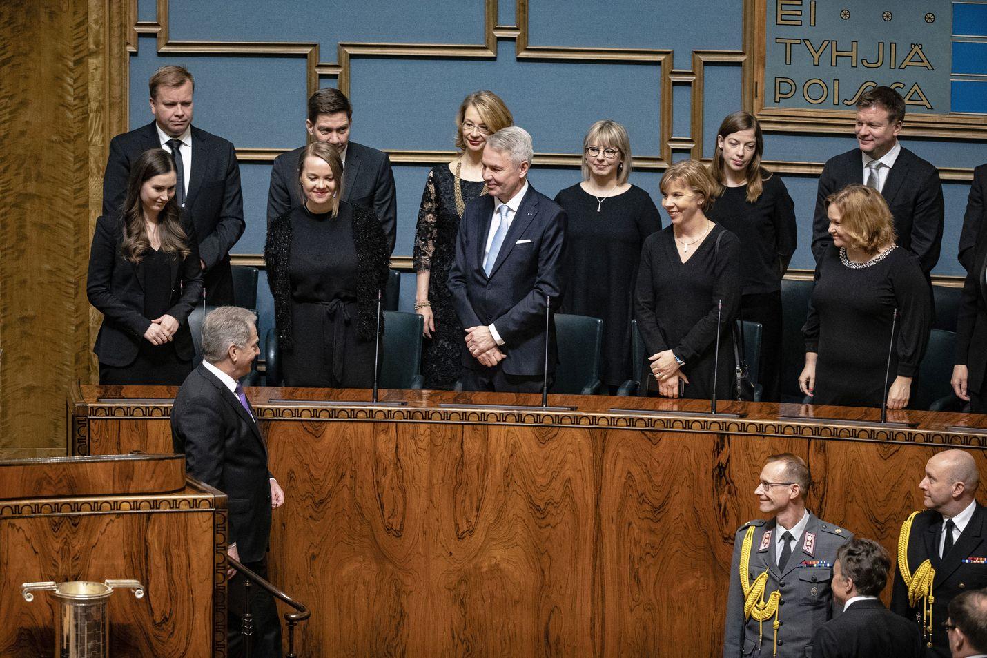 Pääministeri Sanna Marinin (sd.) johtama hallitus ja presidentti Sauli Niinistö ovat eri linjoilla siitä, tarvitaanko Suomeen operatiivista virkamiesryhmää johtamaan koronaviruksen torjuntatoimien valmistelua.