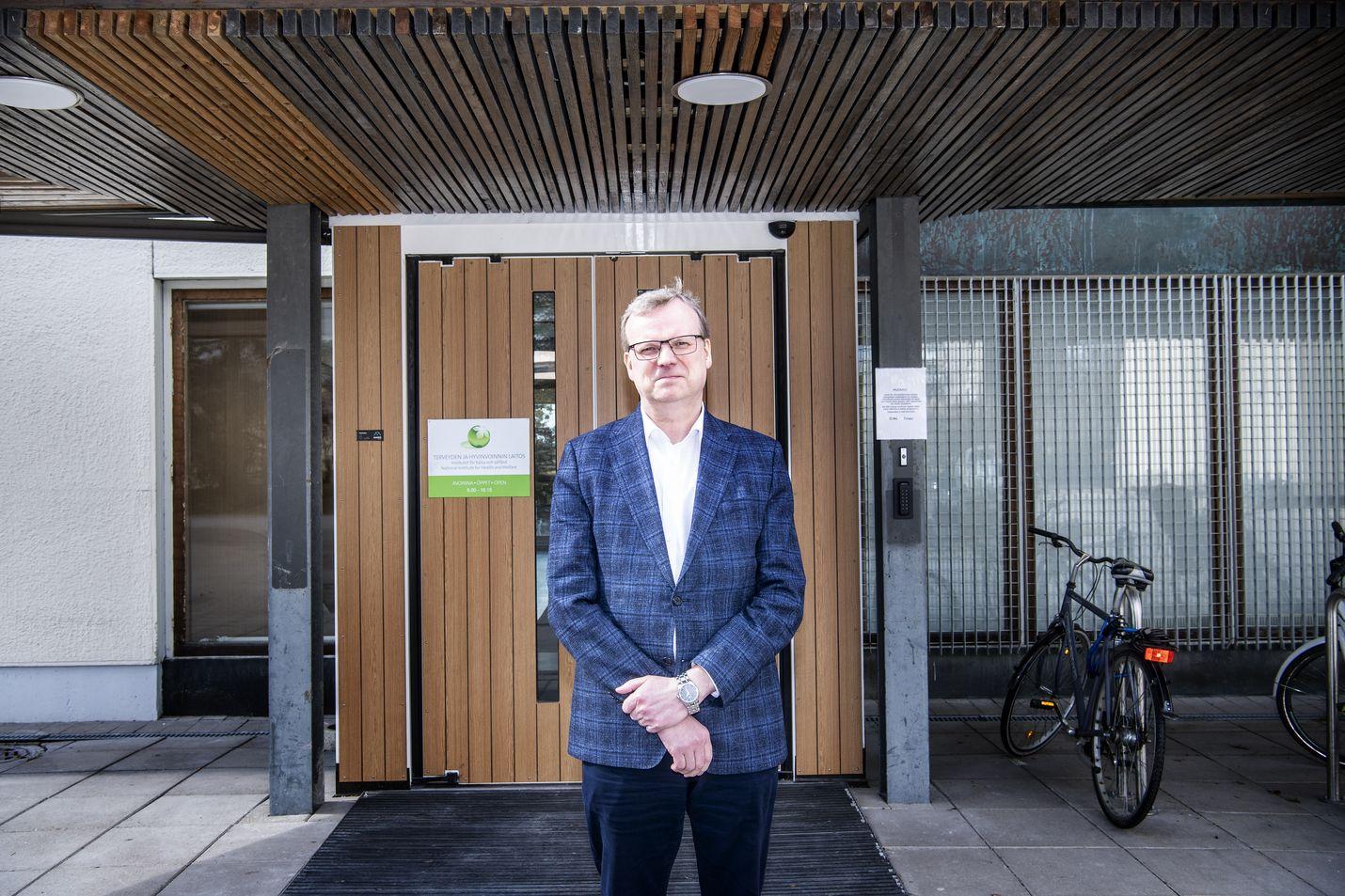 THL:n pääjohtaja Markku Tervahauta on optimistinen. Tartuntojen ja hoitoa tarvitsevien määrä voi kääntyä laskuun muutamissa viikoissa, jos epidemia kehittyy kuten Norjassa.