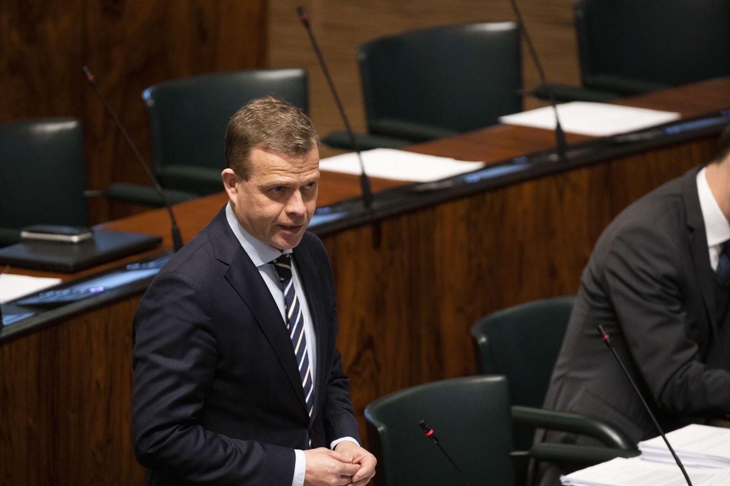 Kokoomuksen puheenjohtaja Petteri Orpo kannattaa kasvomaskien käyttöönottoa koronaepidemian leviämisen estämiseksi.