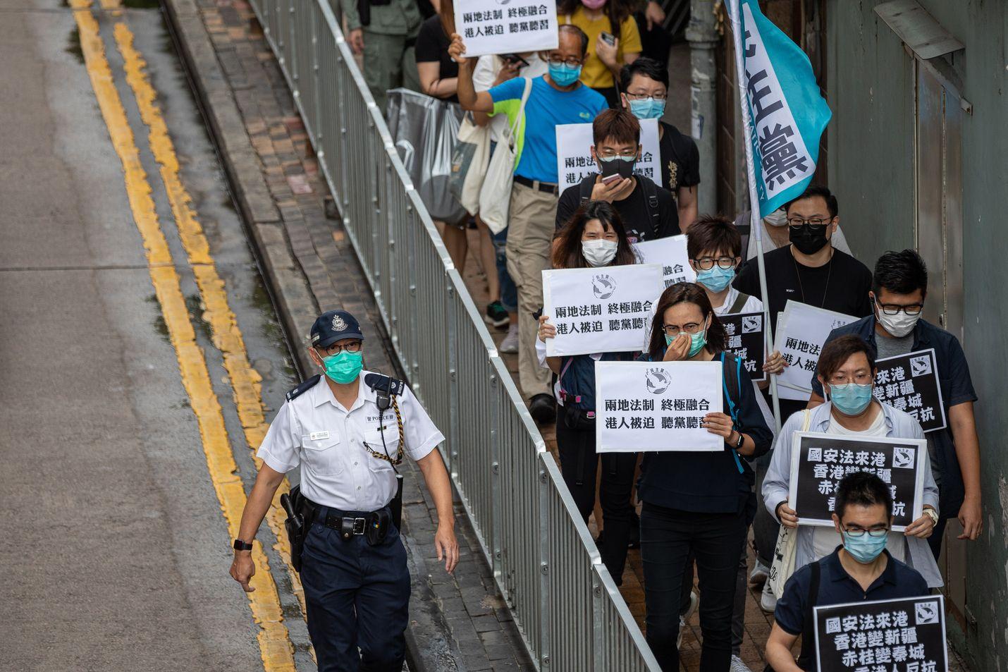 Hongkongissa protestoitiin turvallisuuslakeja vastaan perjantaina.