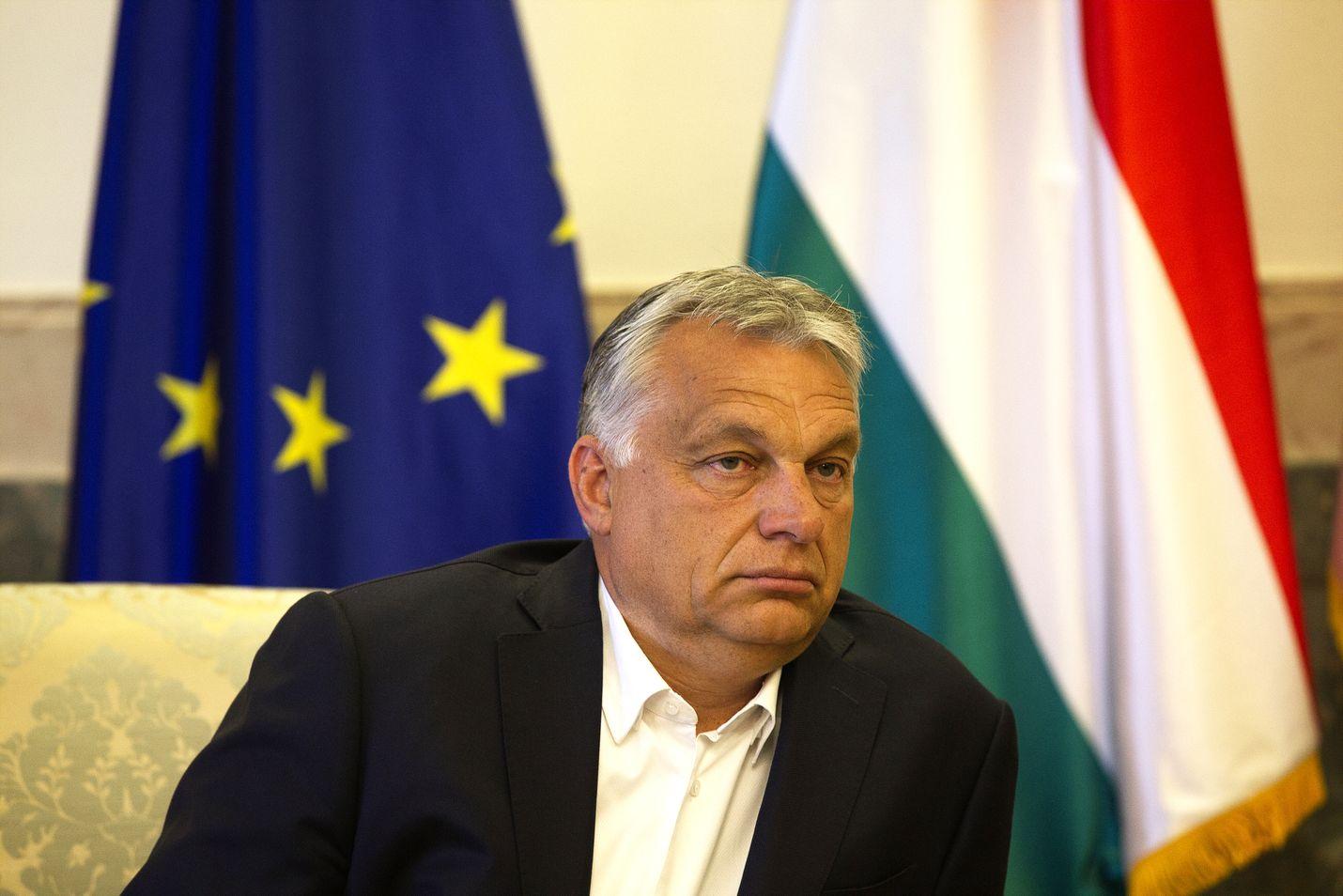 Unkarin hallitus antoi pääministeri Viktor Orbánille oikeudet hallita asetuksilla. Tätä on arvosteltu ankarasti.
