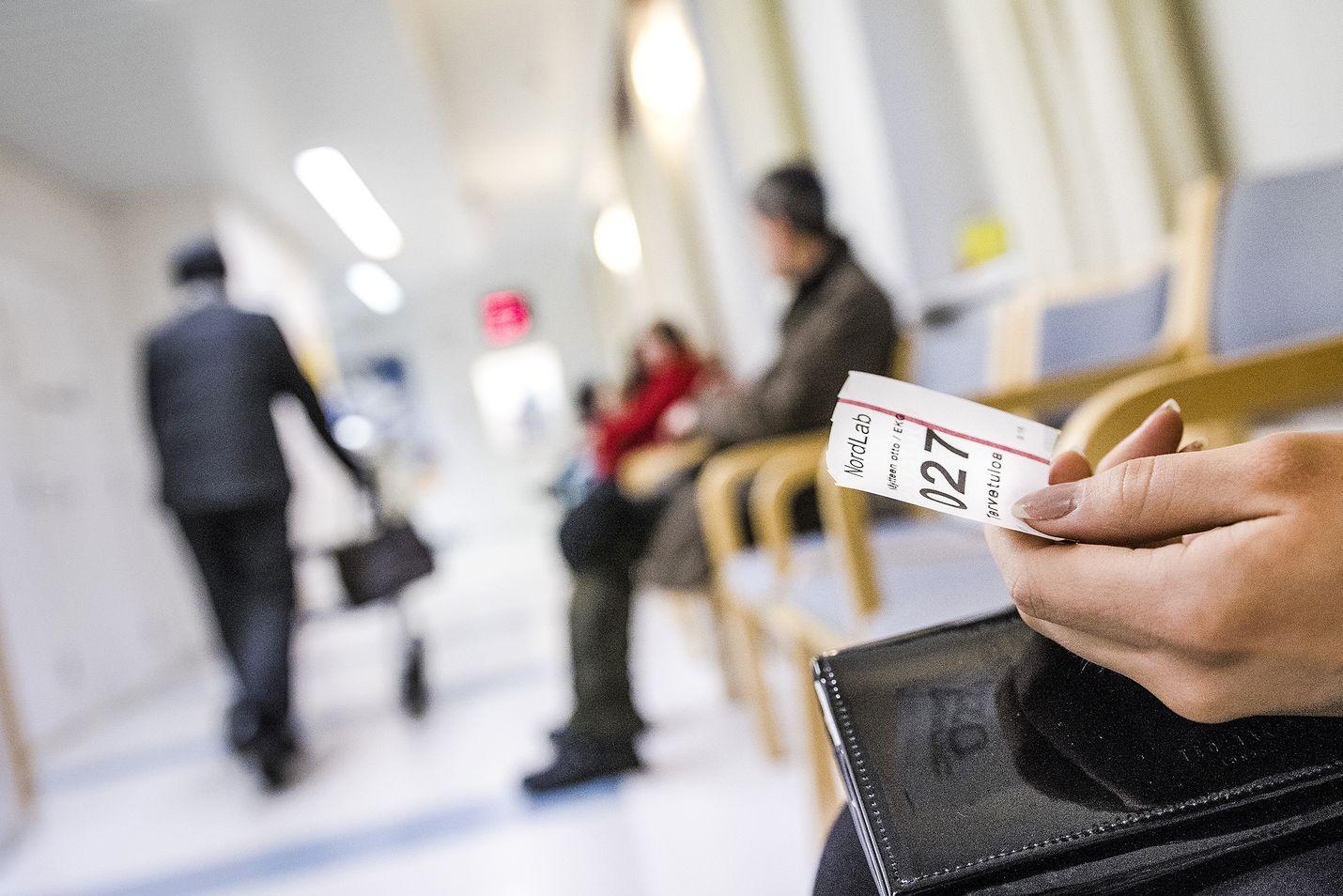 Superin puheenjohtajan Silja Paavolan mukaan terveyspalvelut eivät saa karata enää yhtään kauemmas kansasta. Kuvituskuva.