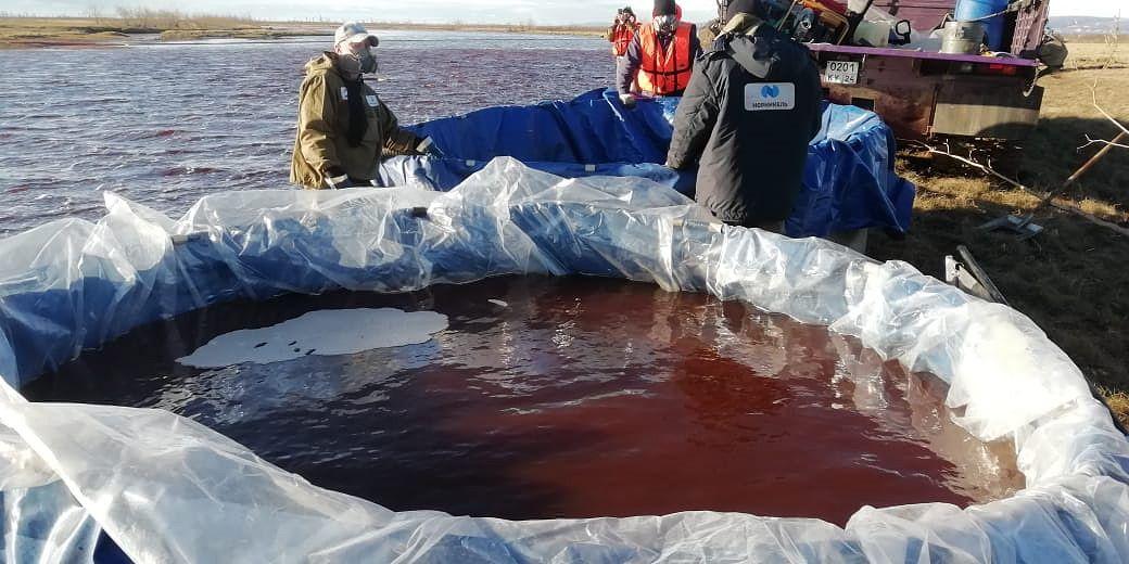 Öljyvuotoa Ambarnaja-jokeen Norilskissa pidetään yhtensä Venäjän nykyhistorian suurimmista.