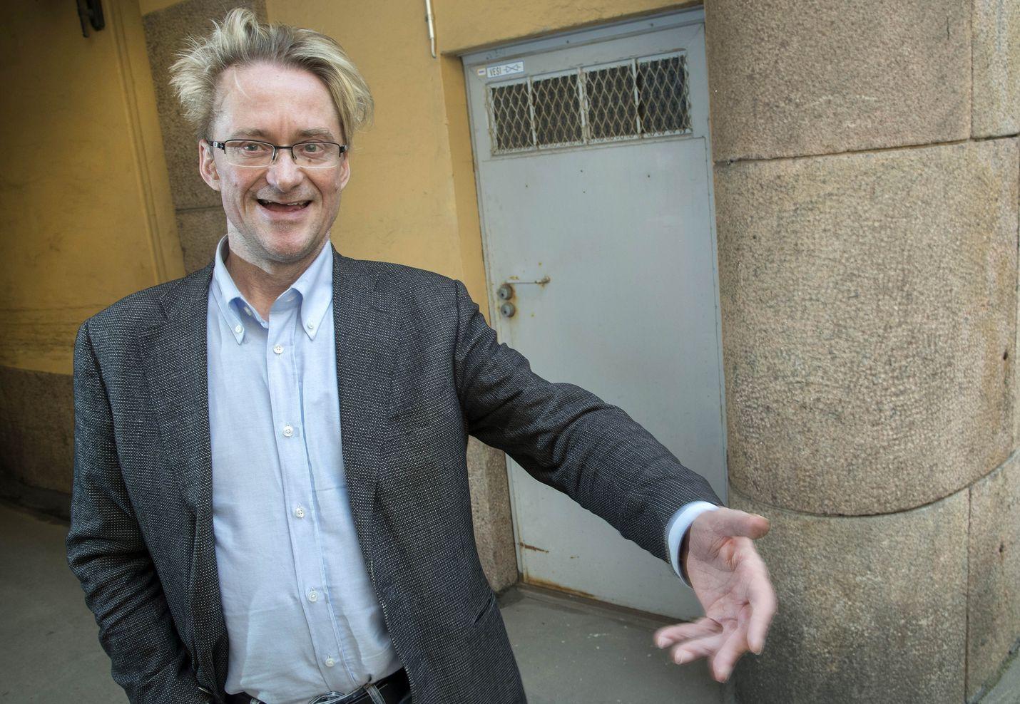 Viestintätoimisto Kreabin toimitusjohtaja Mikael Jungner neuvoo poliitikkoja pyrkimään aitouteen. Teeskentely ei kanna pitkälle, mutta esiintymistä kannattaa harjoitella.