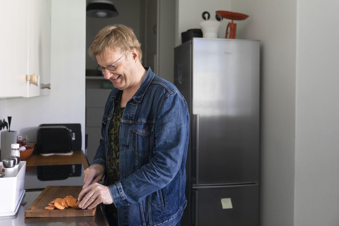 Iiro Rantala viihtyy hyvin keittiössä ja hänellä on liuta hyväksi havaittuja reseptejä, joita hän laittaa viikosta toiseen. Vuosi sitten hän ryhtyi kasvissyöjäksi.