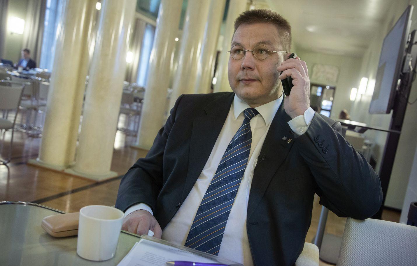 Kansanedustaja Juha Mäenpää ei saa syytettä. Eduskunta ei antanut syytelupaa.