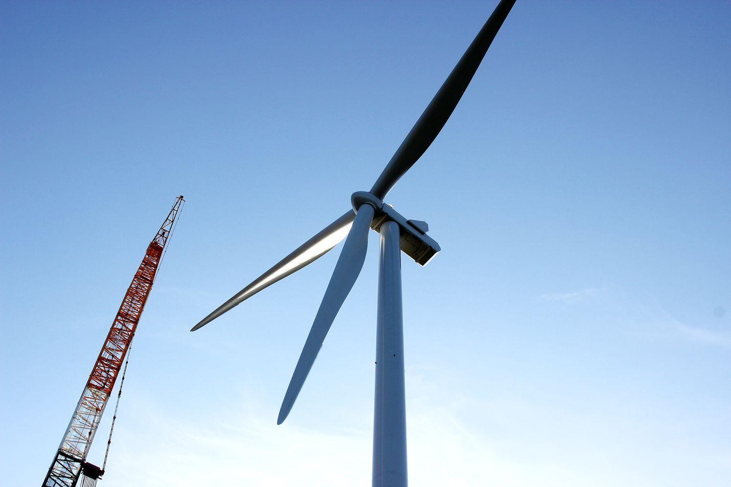 Tuulivoimaa ollaan rakentamassa runsaasti, ja vain pieni osa hankkeista saa tukea valtiolta. Useimmat uudet tuulipuistot ovat ulkomaisessa omistuksessa.