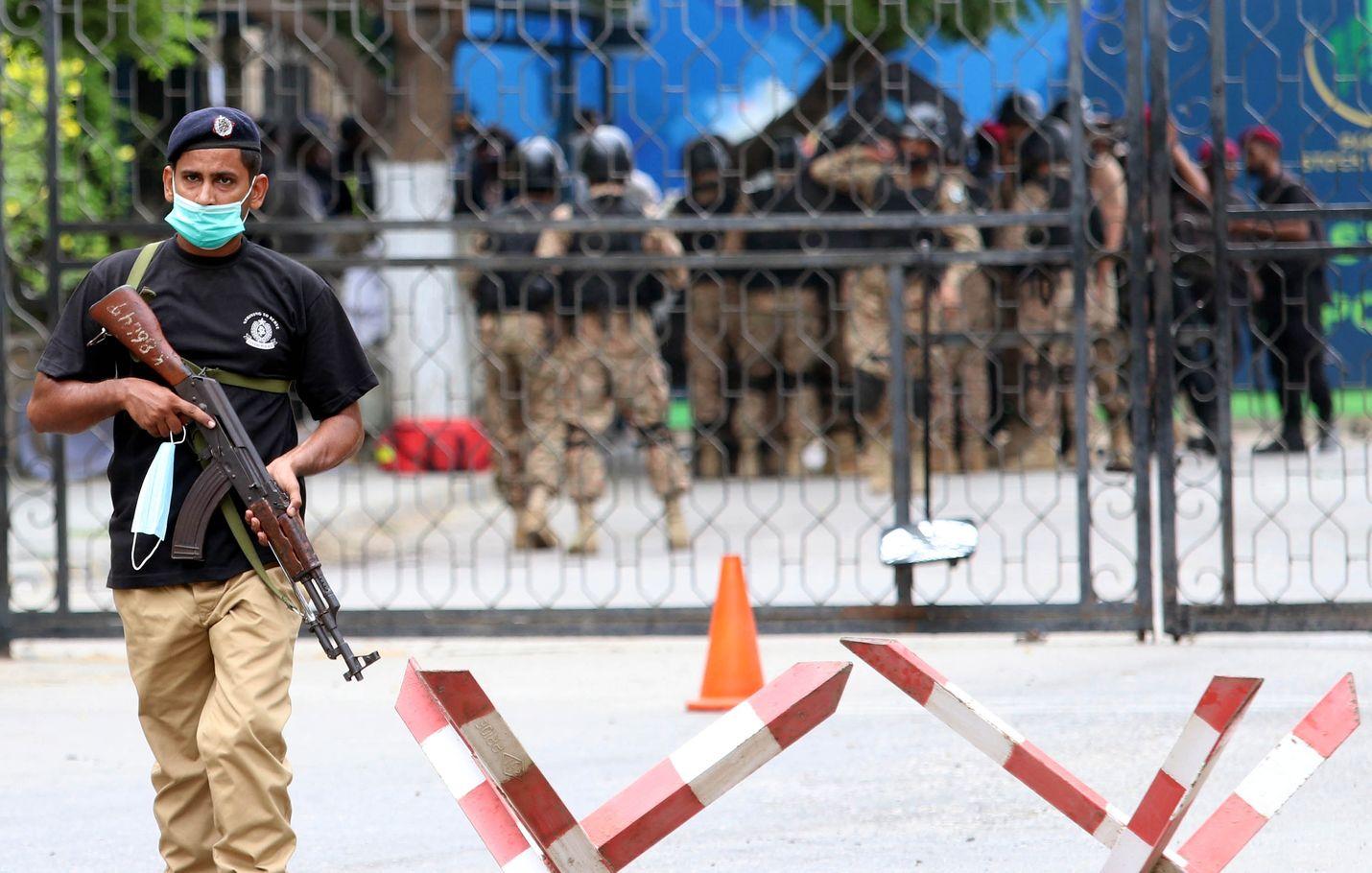 Karachin pörssiin tehtiin isku maanantaina. Iskussa kuoli yhteensä kuusi ihmistä.