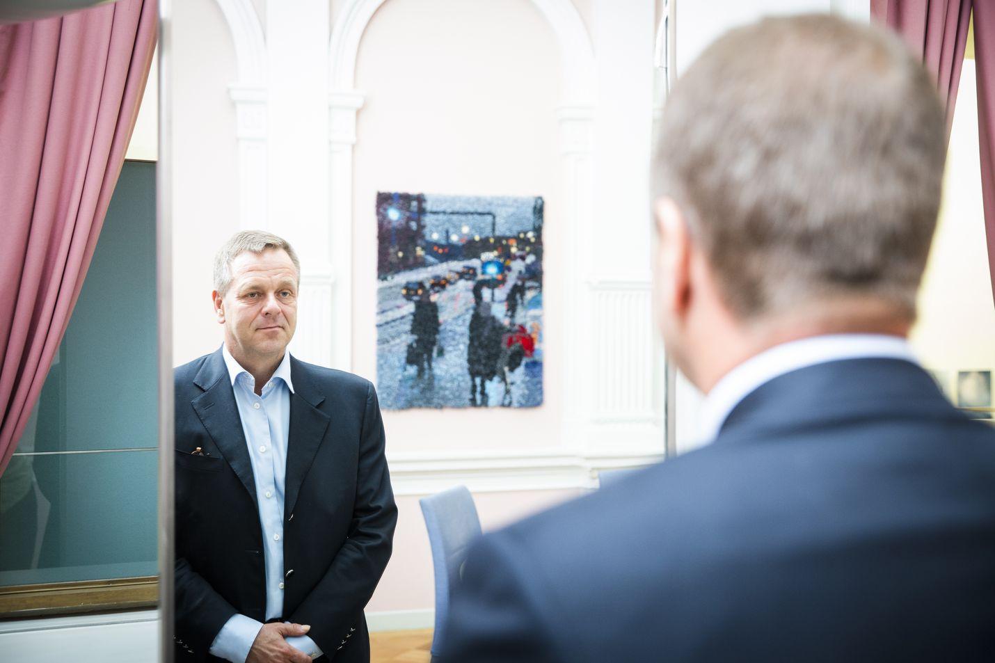 Helsingin pormestari Jan Vapaavuori on toiminut aiemmin muun muassa elinkeinoministerinä ja asuntoministerinä. Hän myös pyrki kokoomuksen puheenjohtajaksi, mutta silloin Alexander Stubb tuli valituksi.
